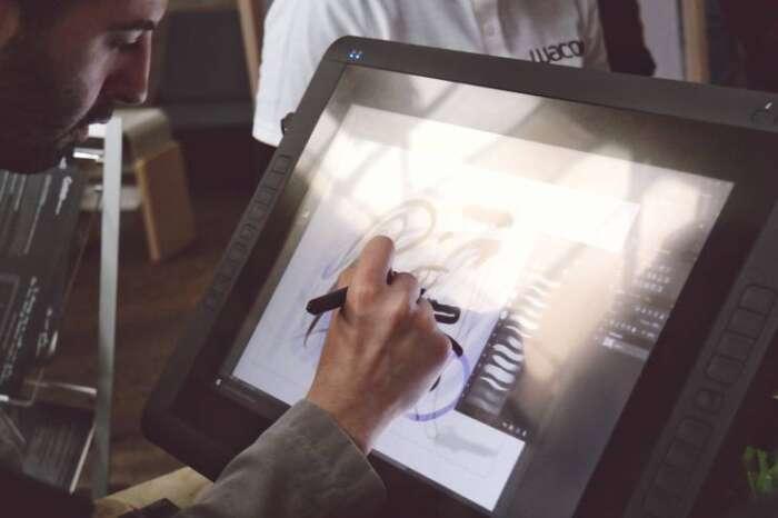 初心者必見!パソコンでイラストなどの絵をを描く為のソフトや道具を教え致します。