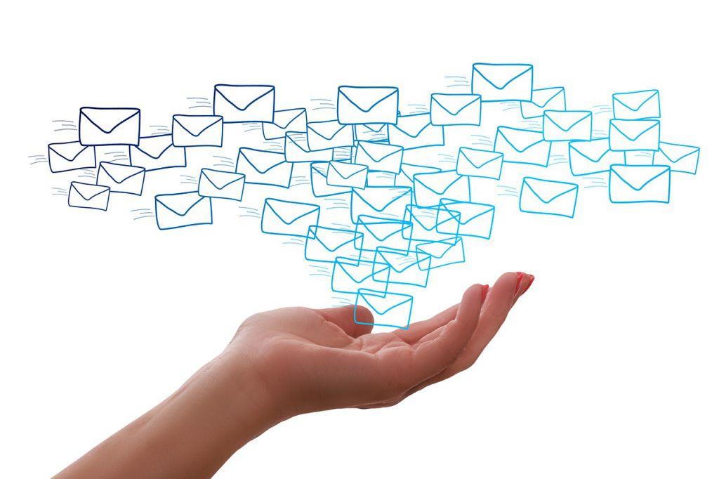 メールはいつでも要件を伝えられる