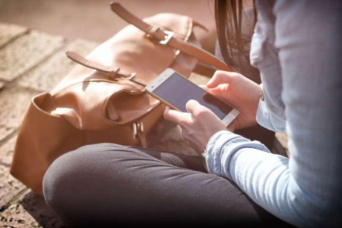 スマホの通信量は20GBにすると、移動時間も動画などで勉強出来てとてもお得である