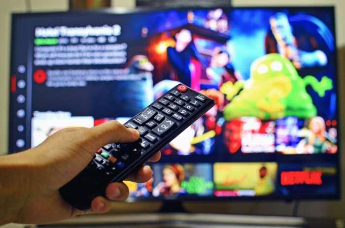 VODを大画面のテレビでみる方法【スマホやタブレットでは終わらない生活】