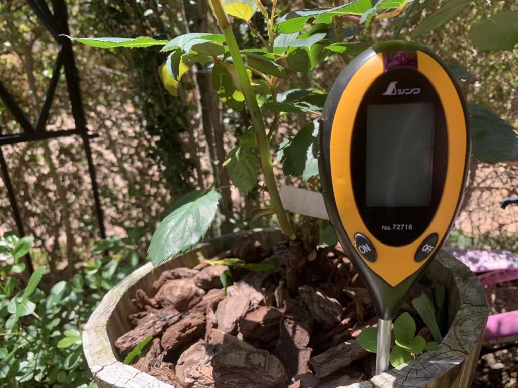 植物の土作りの目安になるデジタル土壌酸度計レビュー