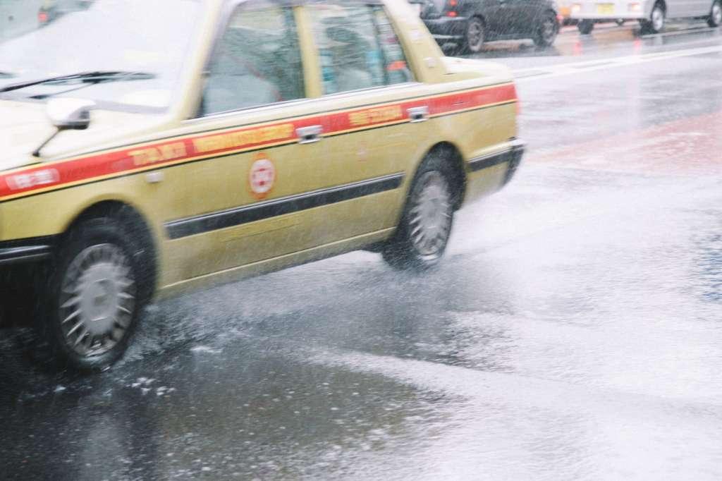 台風の日の通勤などは気をつけよう【出来れば休むのが一番安全】