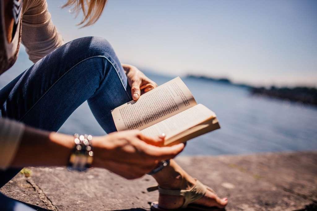 隙間時間の暇つぶしに読書をする
