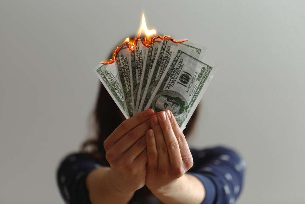 お金がなくなるダメな考え方【お金がなくなる人の特徴とは】