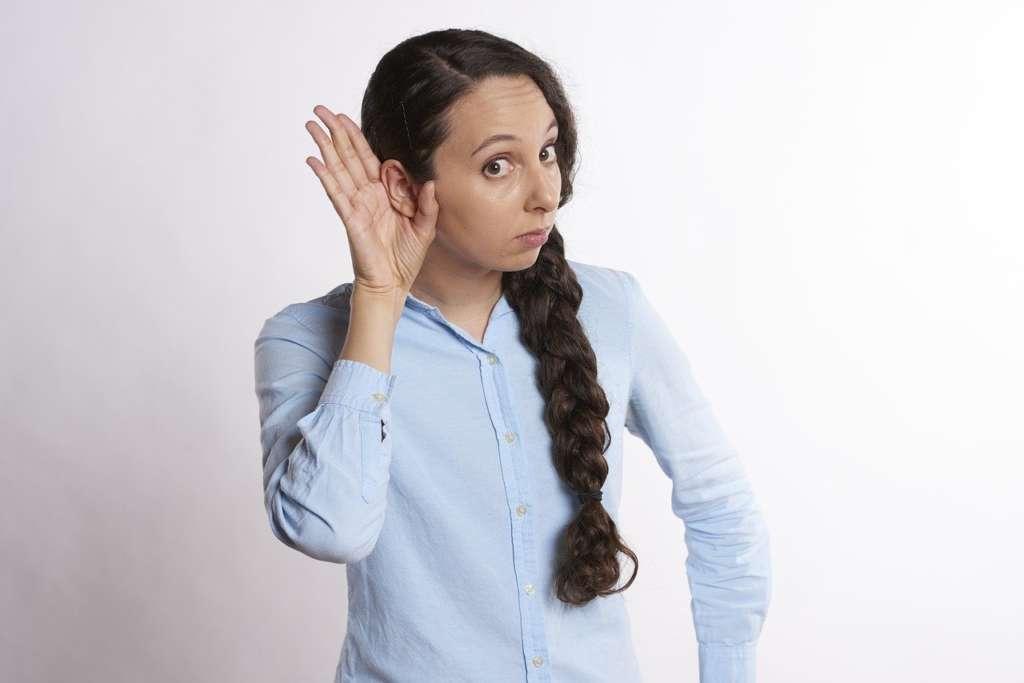 なんでも聞く人の特徴とウザがられる理由【聞く事は悪い事ではありません、時と場合によります】