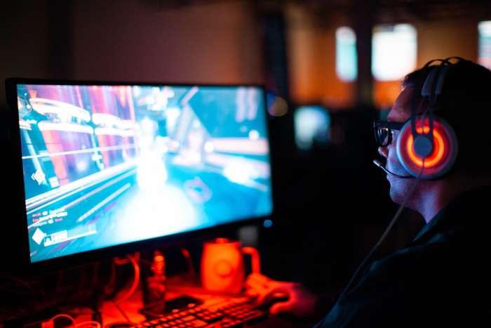 ゲーミングPCとは何?普通との違いは?【ゲーミングPCはゲーム特化です。】