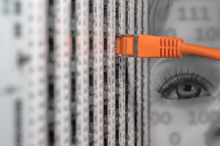 ネットのLANソケットを増やしたい場合の対処方法【LANを増やすのはハブが簡単】