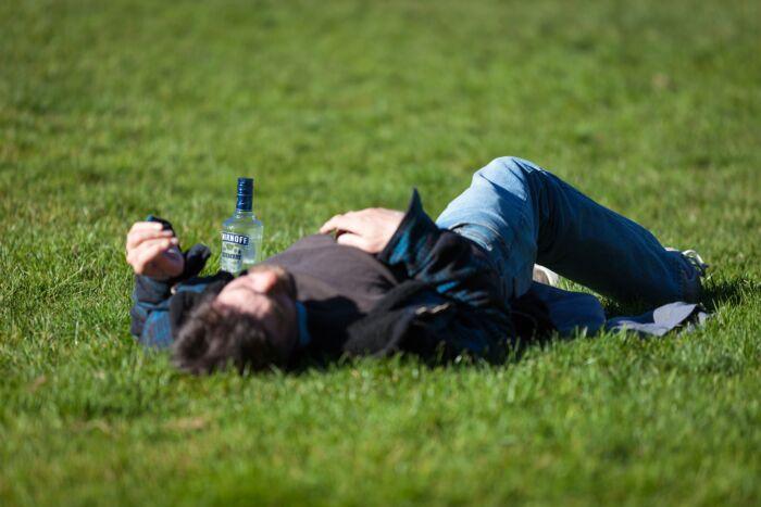 二日酔いで仕事にならない時に誤魔化す方法【たまに起こるお酒の悲劇】